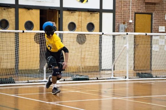 Muhammad Waheed throwing a goalball.